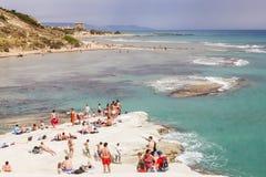 Plażowy niedaleki biała faleza dzwonił Scala dei Turchi Fotografia Stock