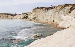 Plażowy niedaleki biała faleza dzwonił ` Scala dei Turchi ` w Sicily Obrazy Royalty Free