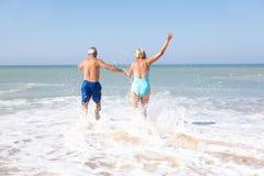 plażowy pary wakacje senior fotografia stock