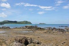 Plażowy piękno i niebieskie niebo Zdjęcia Stock