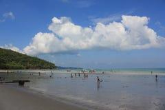 Plażowy piękno i niebieskie niebo Obrazy Royalty Free