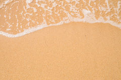 Plażowy piaska tło Fala i piaska granica zdjęcia stock