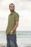 plażowy przystojny mężczyzna Fotografia Royalty Free