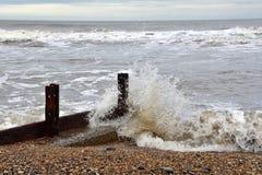 plażowy rockowy piaska wybrzeże przy widzieć oceanem Zdjęcia Stock