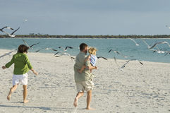 plażowy rodzinny bieg Zdjęcia Stock