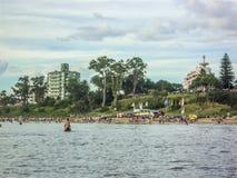 Plażowy widok od wody zdjęcia stock