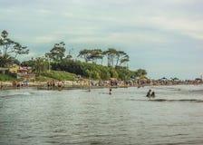 Plażowy widok od wody obrazy stock