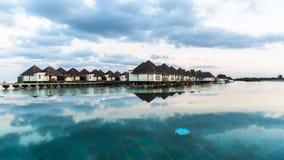 Plażowy widok przy Cztery sezonami Ucieka się Maldives przy Kuda Huraa Zdjęcie Stock