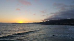 Plażowy zmierzch z odbiciami słońce z piaska Obrazy Royalty Free