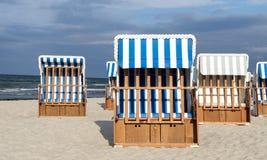 plaży krzeseł głębii pola płycizna bardzo obraz royalty free
