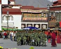 PLA Aanwezigheid, Lhasa Tibet stock fotografie