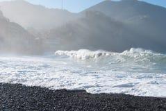 Plaża Camogli w dniu szorstki morze Obraz Stock