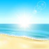 Plaża i iskrzasty ocean Obrazy Royalty Free
