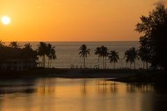 Plaża na brzeg morze i laguna Zdjęcia Royalty Free