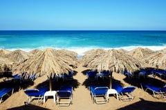 Plaża na Ionian morzu przy luksusowym hotelem Zdjęcia Stock