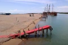 Plaża na rzecznym Manavgat Obrazy Royalty Free