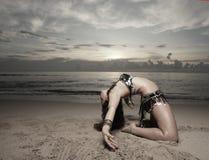 plażowa dancingowa kobieta Obrazy Stock