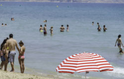 Plażowa scena, Alicante, Hiszpania zdjęcia stock