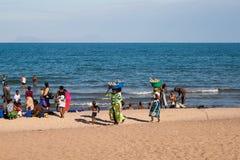 Plażowa sceneria przy Jeziornym Malawi Zdjęcia Stock