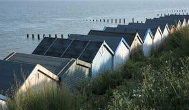 Plażowe budy przy morzem, Essex, UK. Obrazy Stock