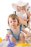 plażowe dziecka matki sztuka piaska zabawki Obrazy Stock