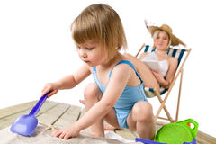 plażowe dziecka matki sztuka piaska zabawki Obraz Royalty Free