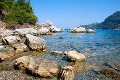 plażowej zatoki skalisty morze Fotografia Royalty Free
