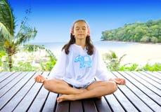 plażowy dziewczyny pozyci joga Obraz Royalty Free