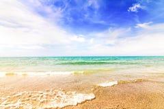 Plażowy i Tropikalny morze na wschód od od Tajlandia Fotografia Royalty Free
