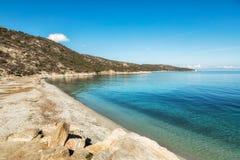 Plażowy i turkusowy morze na pustyni des Agriates w Corsica Obraz Stock