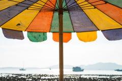 plażowy kolorowy parasol Zdjęcia Stock