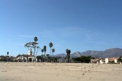 Plażowy krajobraz z drzewkami palmowymi Obrazy Stock