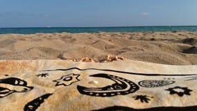 Plażowy opakunek, piasek, woda i horyzont, fotografia stock
