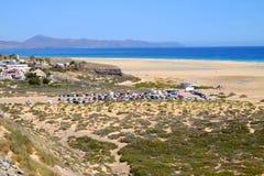 Plażowy Playa De Sotavento Fuerteventura, Hiszpania - 16 02 2017 Zdjęcie Stock