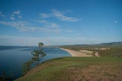 Plażowy widok na Olkhon wyspie obrazy stock