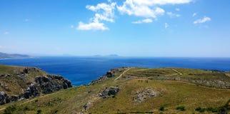 Plaża w jasnej Pogodnej pogodzie i morze Wyspa Crete Libijski morze obrazy stock