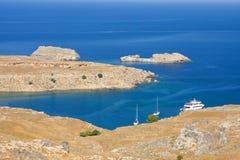 Plaża w Lindos, Rhodes, jeden Dodecanese wyspy w morzu egejskim, Grecja. Obrazy Royalty Free