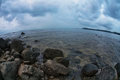 Plaża z ponurym niebem Fotografia Stock