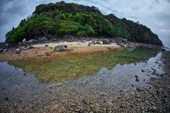 Plaża z ponurym niebem Zdjęcia Royalty Free