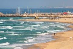 Plaża wzdłuż morza śródziemnomorskiego w Izrael. Zdjęcia Royalty Free