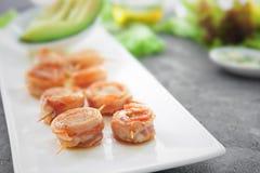 Plaat met bacon verpakte kammosselen Royalty-vrije Stock Afbeeldingen