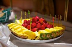 Plaat met fruit Stock Foto's