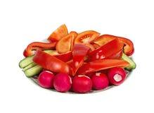 Plaat met gesneden groenten. Geïsoleerd Stock Foto
