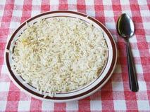 Plaat met rijst op tafelkleed Royalty-vrije Stock Afbeeldingen