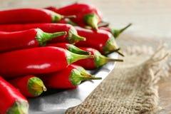 Plaat met rode Spaanse peperpeper Stock Afbeeldingen