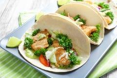Plaat met smakelijke vissentaco's Stock Afbeelding