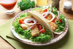 Plaat met smakelijke vissentaco's Royalty-vrije Stock Afbeeldingen