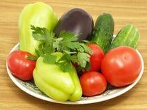 Plaat met verse groenten. Stock Fotografie