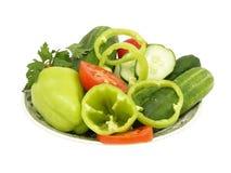 Plaat met verse groenten. Geïsoleerdt. Stock Fotografie