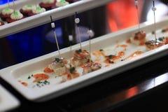 Plaat met vissen canape Stock Foto